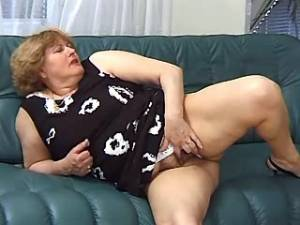 Chubby granny spoils amateur dude and sucks cock