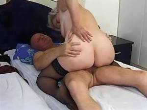 Plump grandma gets cumload on very hairy pussy