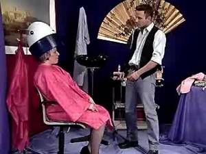 Old madam sucks fresh cock in hairdressing saloon