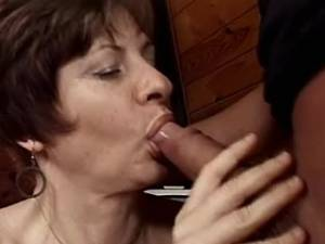 Sexy mature lady makes oral and fucks