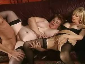 Chubby granny gets cum after fisting in groupsex