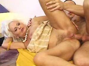 Granny sucks cock and gets analfuck in groupsex