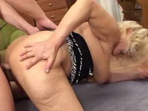 Chubby granny gets fuck in doggy style and cumload