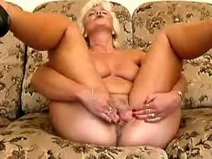 Blond granny with big ass crazy dildofucks pussy