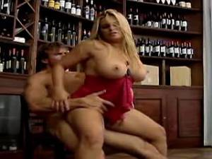 Chesty blonde mature gets cumload on sweet pussy