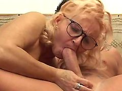 Sexy mature gets deep fuck from guy