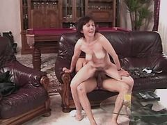 Old mature does blowjob n has fuck