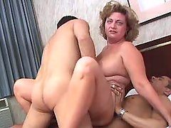 Plump milf gets double fuck and cum