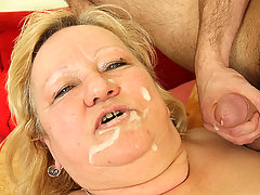 After all their hardcore sucking and fucking the mature chick gets a big load on her face